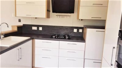 09-Kitchen-Plot-511-France-Bergerac-Caravans-in-the-Sun-Lesiure-holiday-park-home--12-