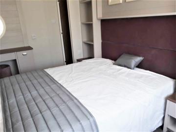 willerby-sheraton-saydo-park-double-bedroom
