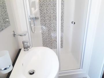 willerby-sheraton-saydo-park-shower