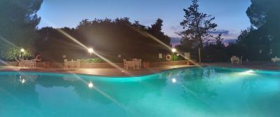 Toscana-swimming-pool-at-night