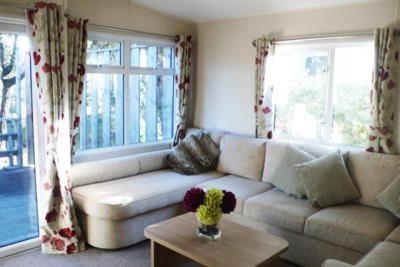 14-lounge-Front-Plot-26-Willerby-Lyndhurst-Caravans-in-the-sun-www-caravansinthesun-24