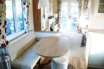 15-diner-Front-Plot-26-Willerby-Lyndhurst-Caravans-in-the-sun-www-caravansinthesun-21