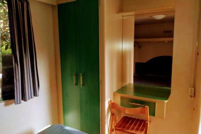 11-Master-bed-Plot-21-Toscana-Holiday-Village-Tuscany-Italy-Caravans-in-the-Sun--9-