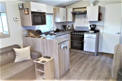 14-Lounge-Diner-Willerby-Rio-Special-Plot-66-Toscana-Holiday-Village-Tuscany-Italy--4-