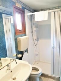 09-Shower-Room-Shelbox-Prestige-Plot-8-Toscana-Holiday-Village-Tuscany-Italy-Caravans-in-the-sun--8-