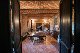 Image No.4-6 Bed Country Property for sale