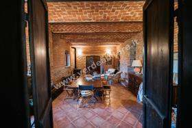 Image No.0-Propriété de pays de 6 chambres à vendre à Mombercelli
