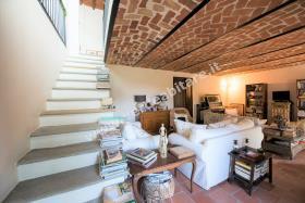 Image No.2-Propriété de pays de 6 chambres à vendre à Mombercelli