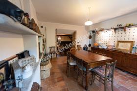Image No.4-Propriété de pays de 6 chambres à vendre à Mombercelli