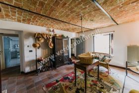 Image No.11-Propriété de pays de 6 chambres à vendre à Mombercelli