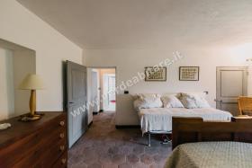 Image No.16-Propriété de pays de 6 chambres à vendre à Mombercelli