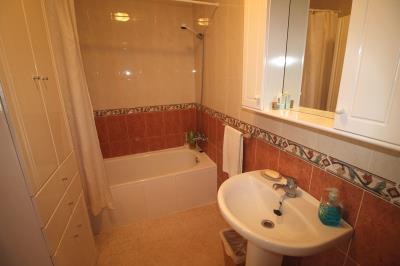 16---upstairs-bathroom