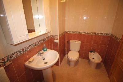 17---usptairs-bathroom