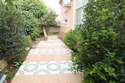 18---side-garden