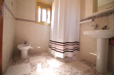18--Bathroom-2a