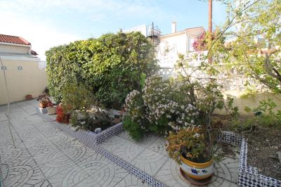21---side-garden