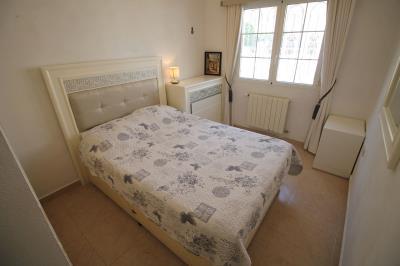 12---dwonstaris-bedroom