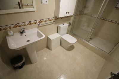 26---en-suite-bathroom
