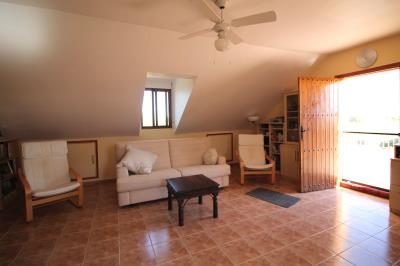 24--lounge-area