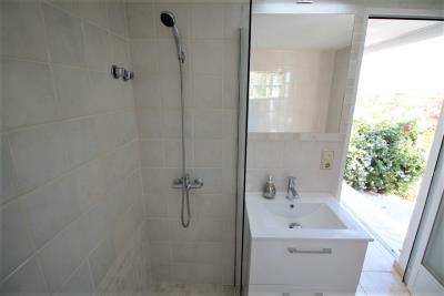 19-Bathroom-2