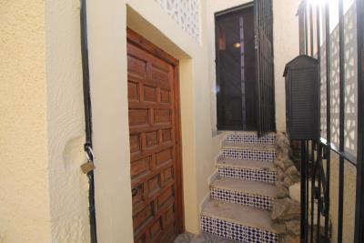 1-entrance-storage
