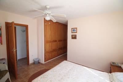 15---downstairs-en-suite