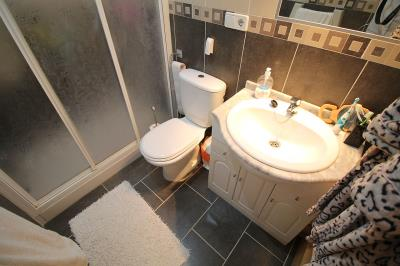 16--master-bedrooms-bathroom