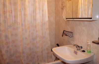 11-bathroom