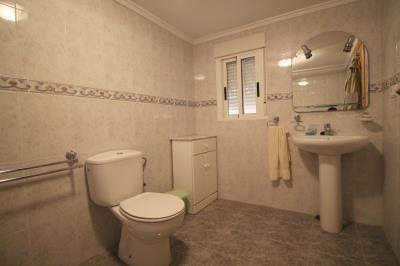 18---bathroom---underbuild-