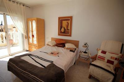 12---upstarirs-bedroom