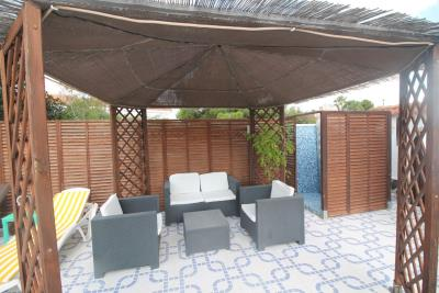 24-Pool-Chillout-Area