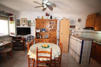 8-Salon-kitchen-2