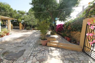 17---front-garden