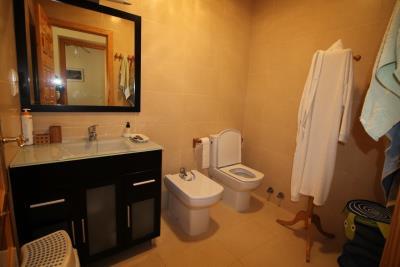 10-Bathroom-2
