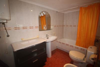 19-Bathroom-3