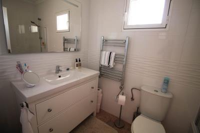 37-Bathroom-2-view-1