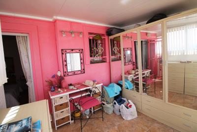 25-Bedroom-3-Dressing-Room-Conservatory-view-3