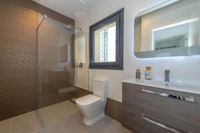 12--Bathroom