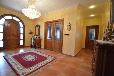 16---hallway-entrance