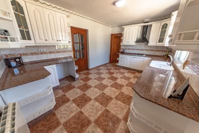 9-kitchen-2