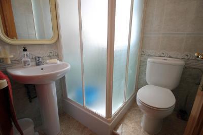 17---upstairs-bathroom