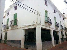 Image No.0-Maison de ville de 9 chambres à vendre à Albánchez