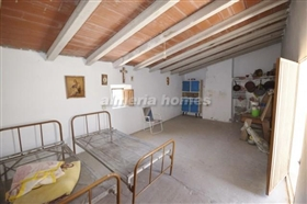 Image No.5-8 Bed Country House for sale