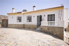 Image No.0-Villa de 3 chambres à vendre à Arboleas