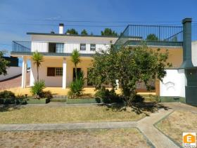 1. 6 Bed House/Villa for sale