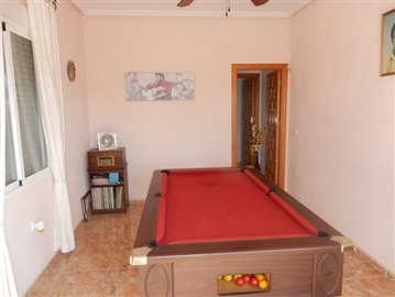 4 Bedroom 3 bathroom Villa with a pool overlooking the golf (18)