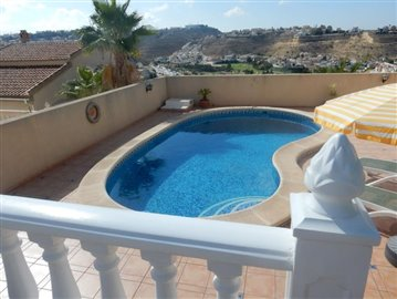 4 Bedroom 3 bathroom Villa with a pool overlooking the golf (2)