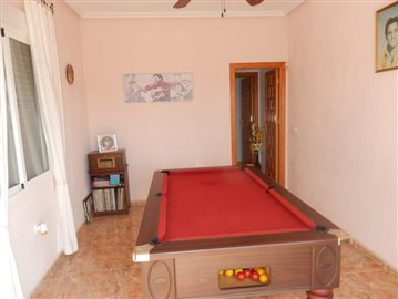 4 Bedroom 3 bathroom Villa with a pool overlooking the golf (24)