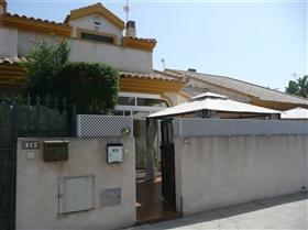 Santiago de la Ribera, Townhouse