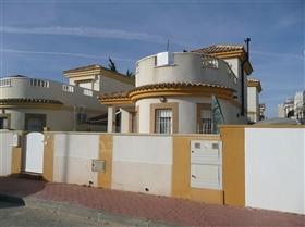 Sucina, Villa